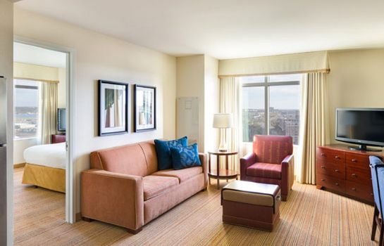 Suite Residence Inn Arlington Capital View