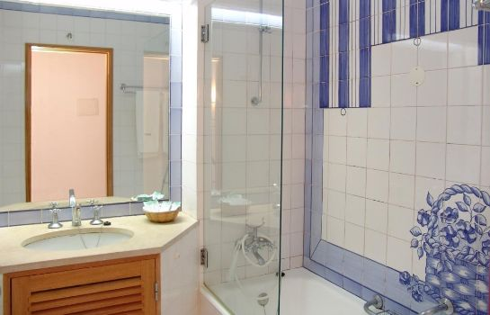 Cuarto de baño Grand Muthu Oura View Beach Club
