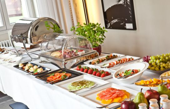 Breakfast buffet Platinum Palace Residence Boutique Hotel