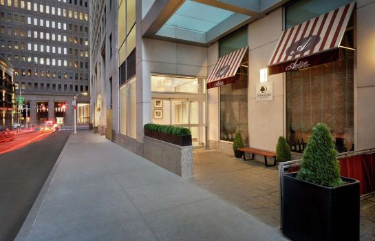 Außenansicht DoubleTree by Hilton New York Downtown