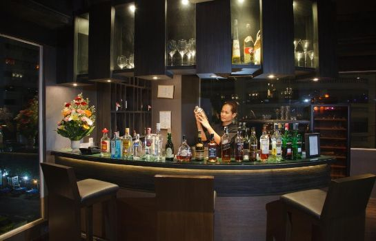 Hotel bar Golden Tulip Mandison Suites