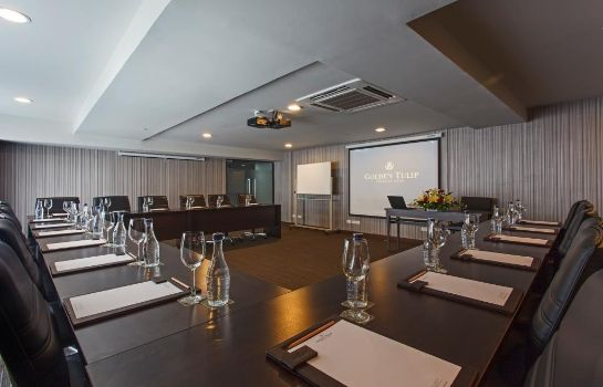 Conference room Golden Tulip Mandison Suites