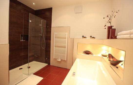 Bagno in camera Zirbenland Appartements