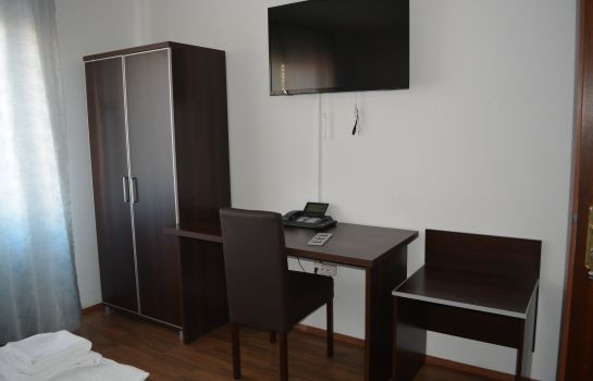 Single room (standard) B&D Hotel