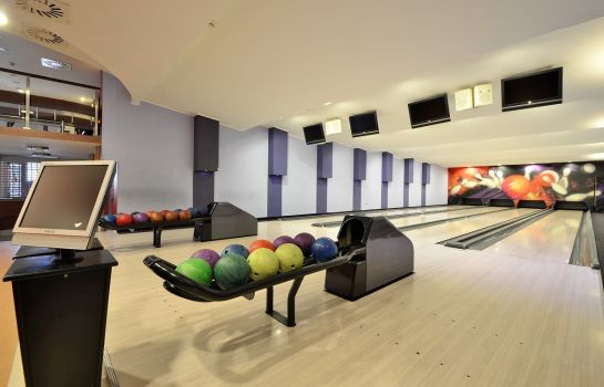 Hala do bowlingu Nest Hotel