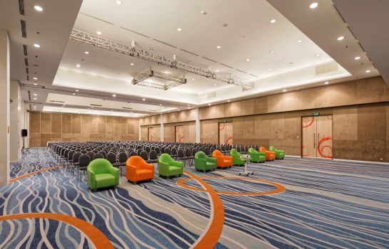 Vergaderkamer HARRIS Hotel and Conventions Kelapa Gading