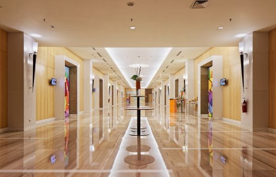 Tagungs-Foyer HARRIS Hotel and Conventions Kelapa Gading