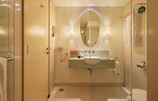 Bathroom HARRIS Hotel and Conventions Kelapa Gading