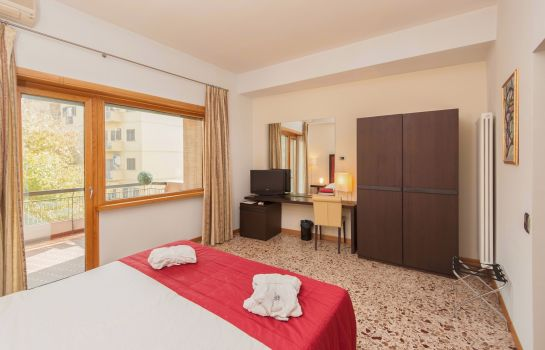 Double room (standard) Piazza Marconi