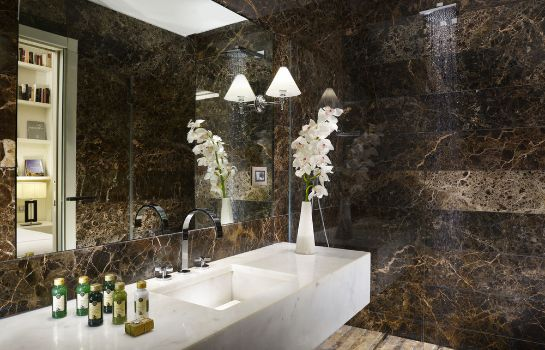 Bagno in camera THE FIRST Luxury Art Hotel Roma