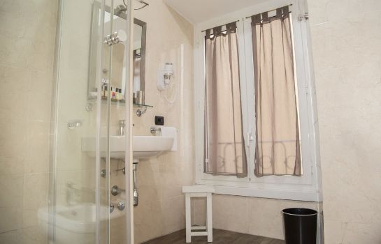 Cuarto de baño Inn Rome Rooms & Suites