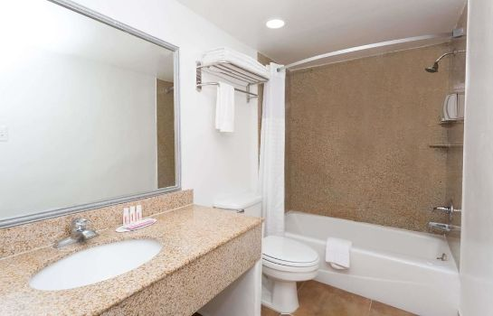 Cuarto de baño Travelodge Phoenix Downtown