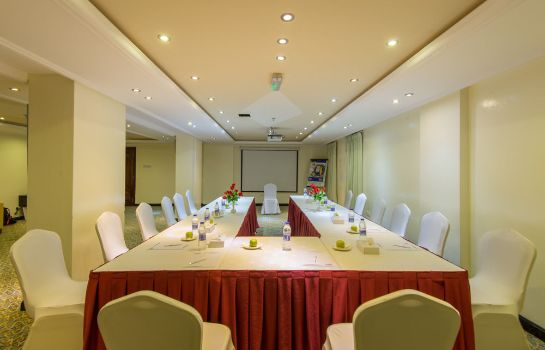 Meeting room Waves International Hotel
