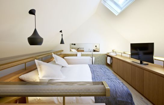 Room B2 Boutique Hotel + Spa