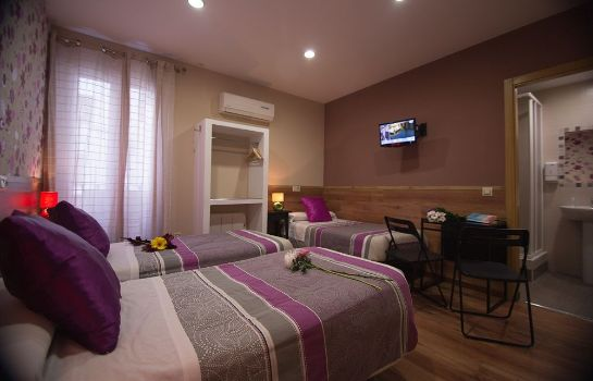 Triple room Hostal Art Madrid