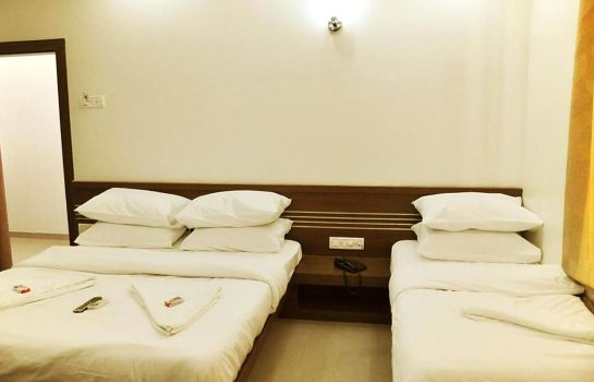 Four-bed room Mayank Residency Airport Hotel
