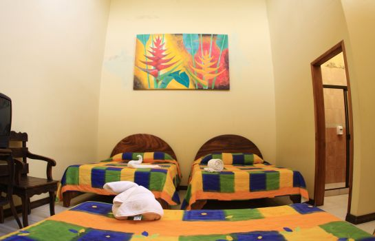 Four-bed room Arenal Hostel Resort