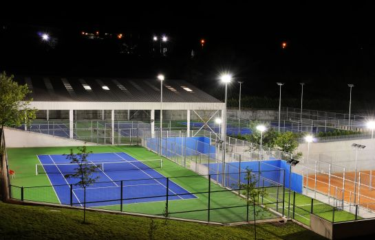 Court de tennis Open Village Sports Hotel&Spa Club