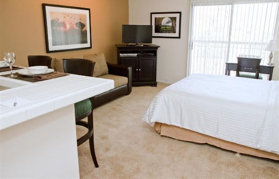 Chambre Oakwood at AVA Toluca Hills