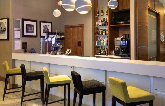 Hotel bar Hampton by Hilton London Croydon