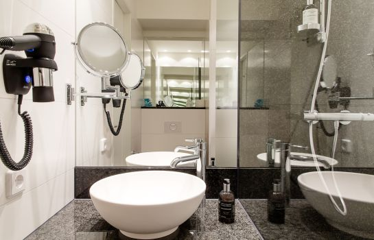 Bathroom Motel One Edinburgh-Royal