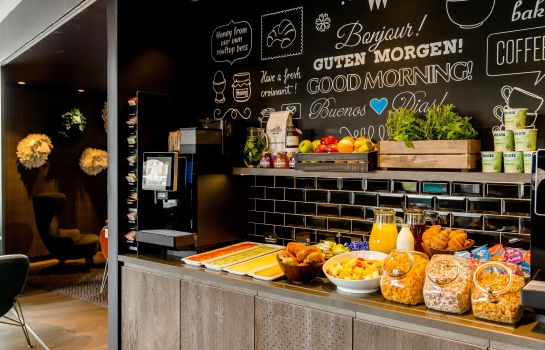 Breakfast buffet Motel One Edinburgh-Royal