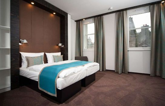 Room Motel One Edinburgh-Royal