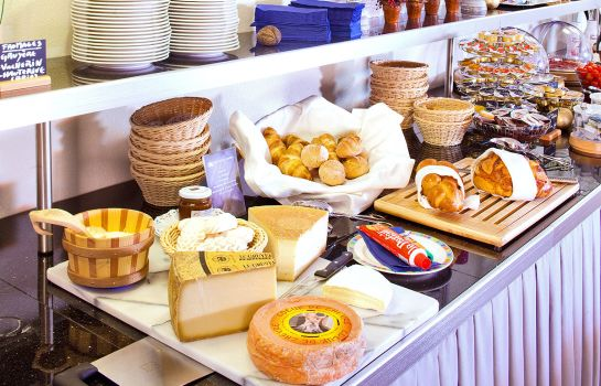 Breakfast buffet Aux Remparts
