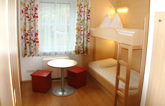 Four-bed room Jugendgästehaus St. Gilgen
