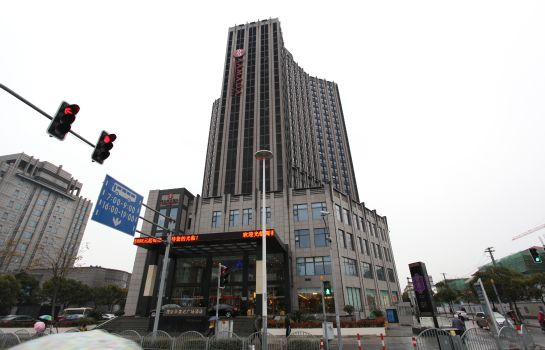 Exterior view Ramada Plaza Pudong South