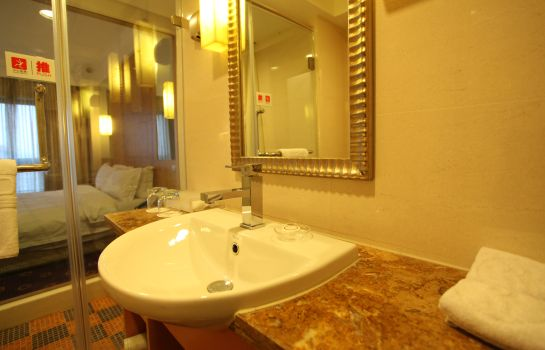 Bathroom Ramada Plaza Pudong South
