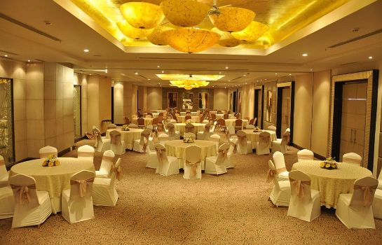 Salón de baile James Plaza Limited