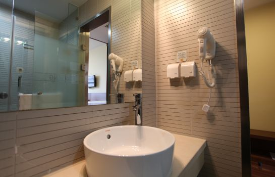 Bathroom JI Hotel Xujiahui Yishan Road Branch