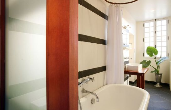 Bagno in camera La Porte Rouge - The Red Door Inn Chambres d'Hotes