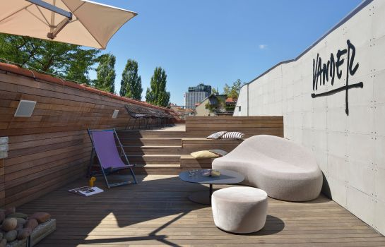 Bar del hotel Vander Urbani Resort – a Member of Design Hotels™