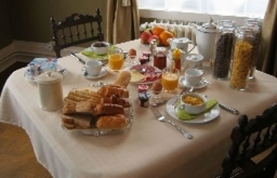 Breakfast buffet Chateau de Moulin le Comte