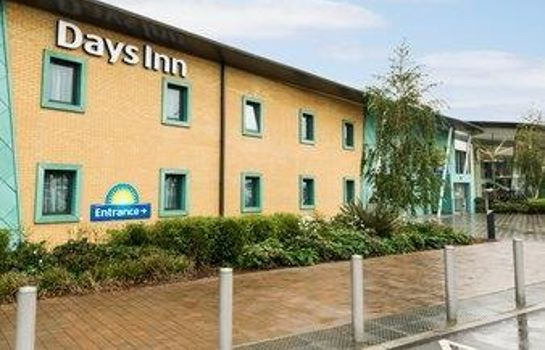 Exterior view Days Inn Cobham Welcome Break