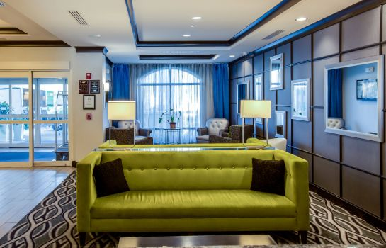 Lobby Holiday Inn Express & Suites CHARLESTON ARPT-CONV CTR AREA