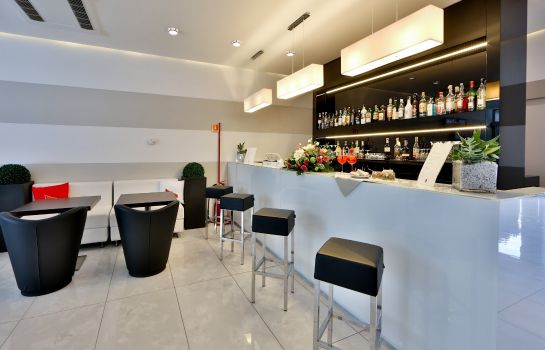 Hotel bar Best Western Plus Modena Resort