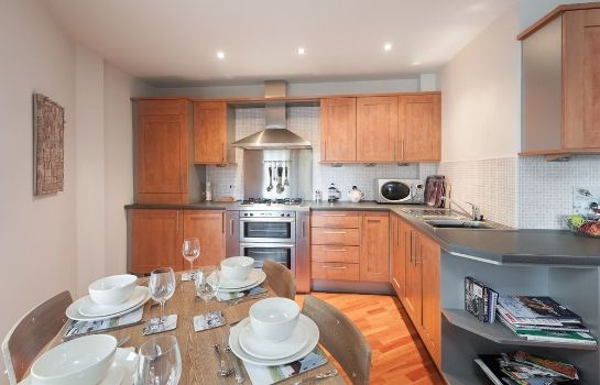Kitchen in room Edinburgh Reserve Apartments Leith