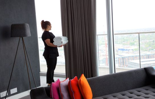 Suite Staying Cool at Rotunda Stylish Serviced Apartments