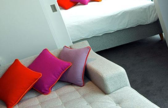 Room Staying Cool at Rotunda Stylish Serviced Apartments