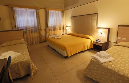 Four-bed room Milazzo Hotel