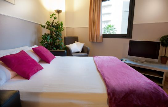 Four-bed room Apartments Sata Park Güell Area