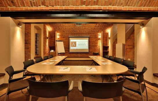 Meeting room Amber Design