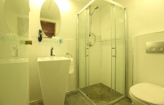 Bathroom Agripas Boutique Hotel