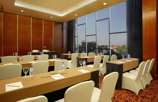 Meeting room Hotel Santika Jemursari