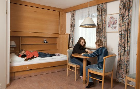 Four-bed room Haus Chiemgau Kolping-Familienhotel