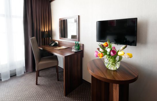 Double room (standard) Golden Tulip Krakow City Center