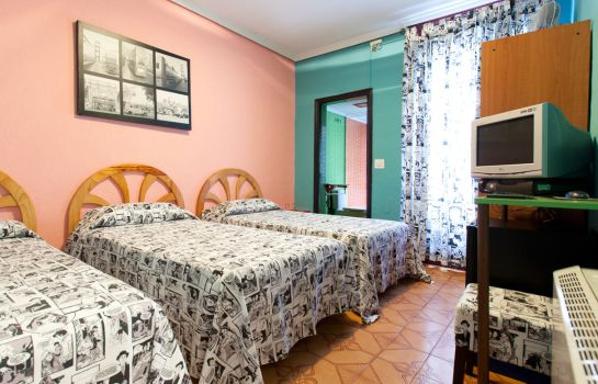 Triple room Hostal 12 Rooms